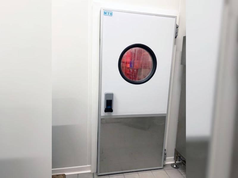 Porte pivotante isotherme positive avec hublot - MTH France